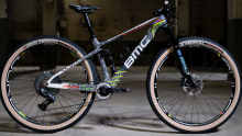 不一样的胶带彩虹涂装!世界冠军Pauline的BMC山地车