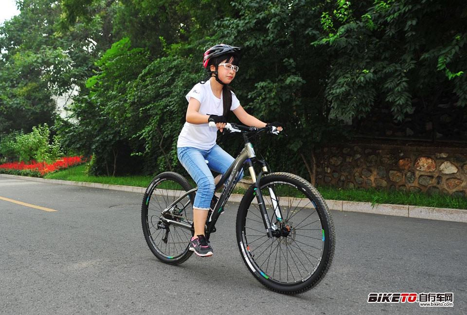 TREK 2014经销商大会 试骑女款山地车