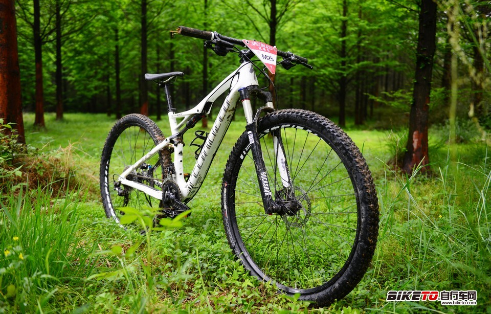 specialized Epic Comp Carbon 29 闪电
