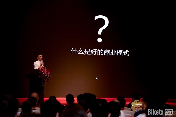 """""""专卖店可能会在三年内消失。自行车行业在互联网没有边界的时代是急需改变的,而中国运动自行车业恰恰在二十多年来并没有多少改变。""""――""""干它一半""""的口号提出者、凯路仕・烈风董事长邓永豪"""