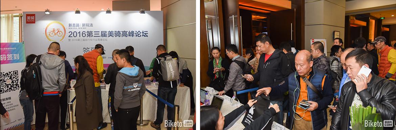 在签名版上留名,用手机二维码签到,领取峰会礼包和贴纸,来宾们就算正式到场了