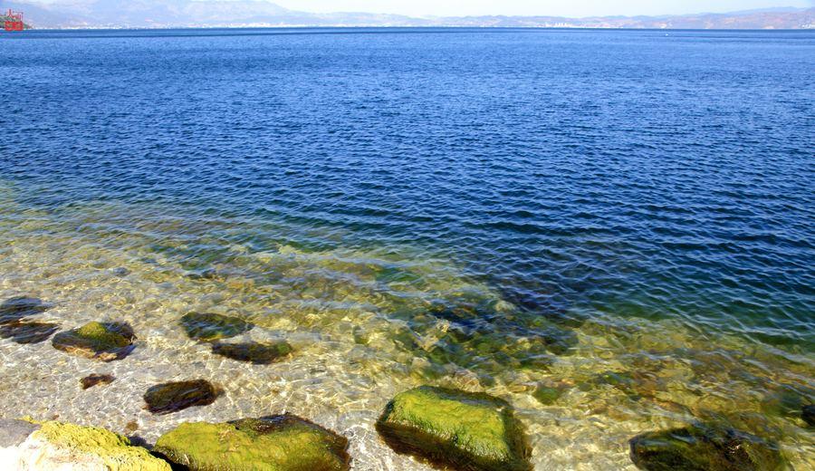 抚仙湖里的水可不一般,它是国家一类饮用水源地,是云南省内重要的战略生态资源