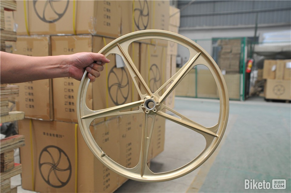 狼途最新发布的K16运动版折叠车所运用的镁合金一体轮