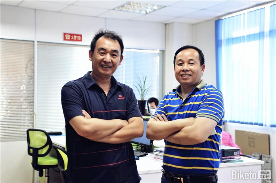 左为唐剑平先生,右为冯建平先生