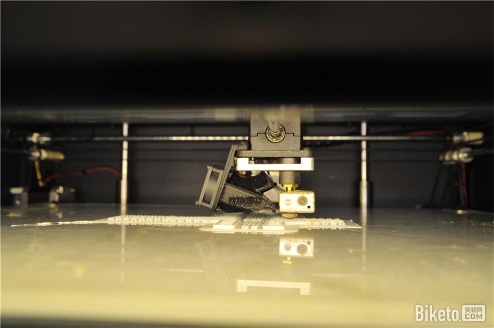 运用3D打印机制作产品样品
