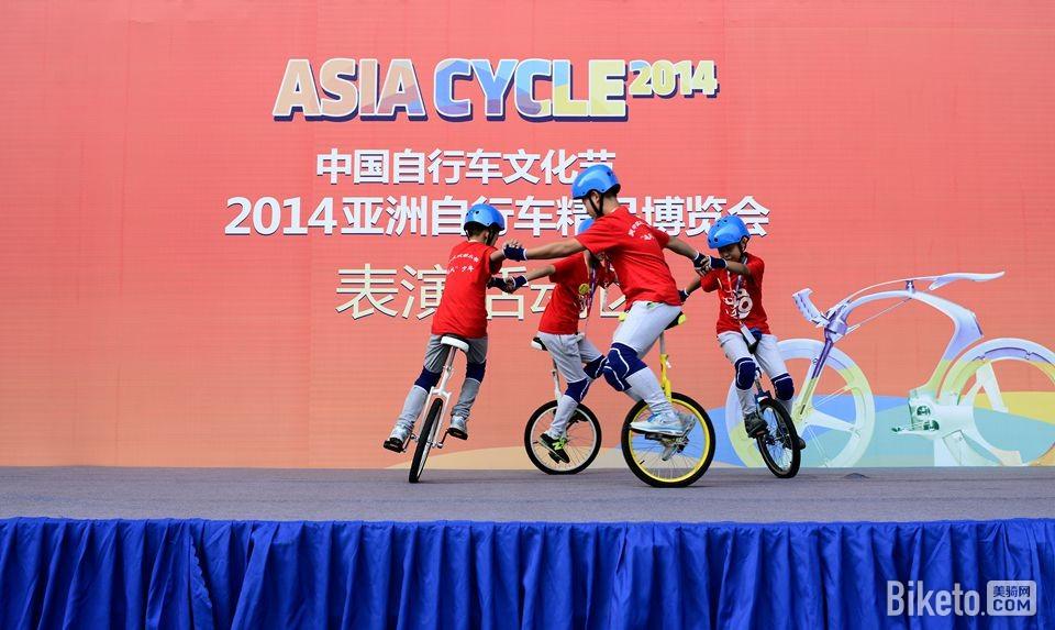 昆山亚洲自行车精品展 独轮车表演