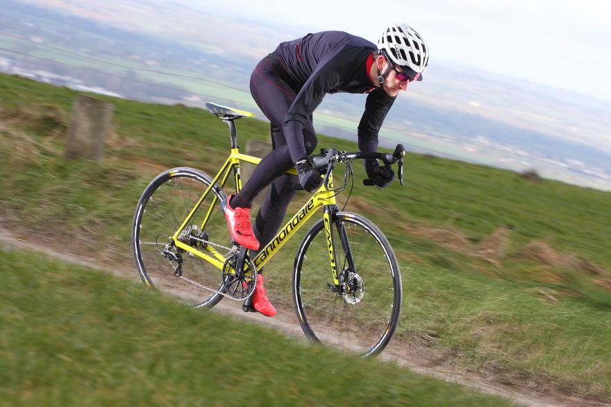 cannondale-caad12-disc-riding-7.jpg