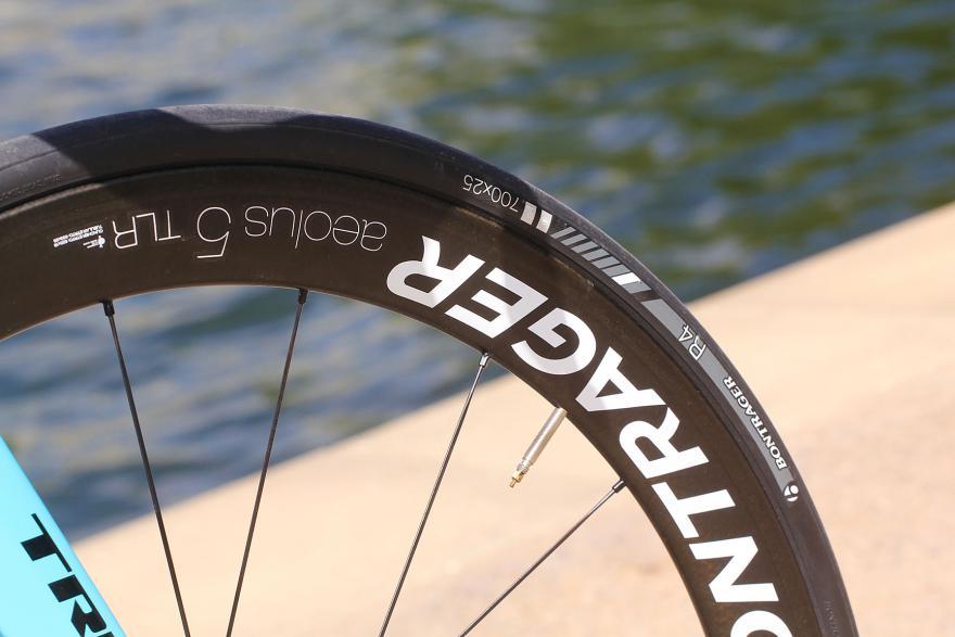 Trek Madone 9 series - tyre and rim.jpg