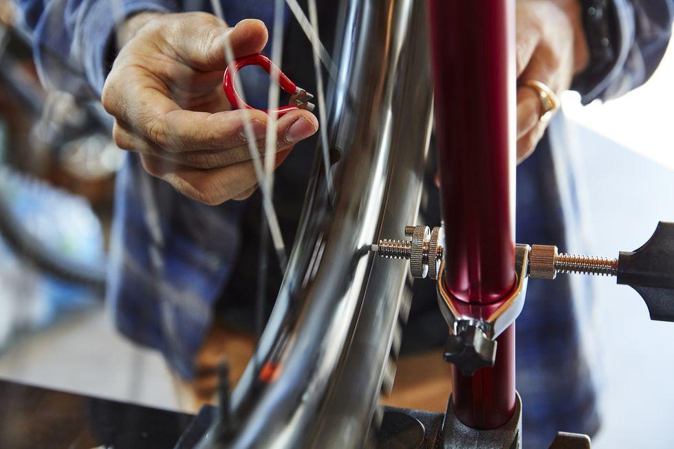 how-to-true-a-wheel-0045-1605897028.jpg
