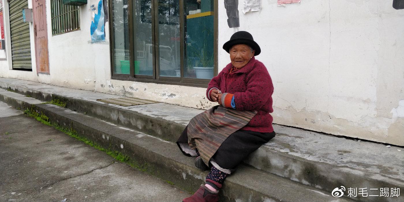 藏族老奶奶