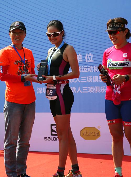 曾敏铷今年在广东铁人三项联赛・东莞佛灵湖赛夺得女子年龄组季军