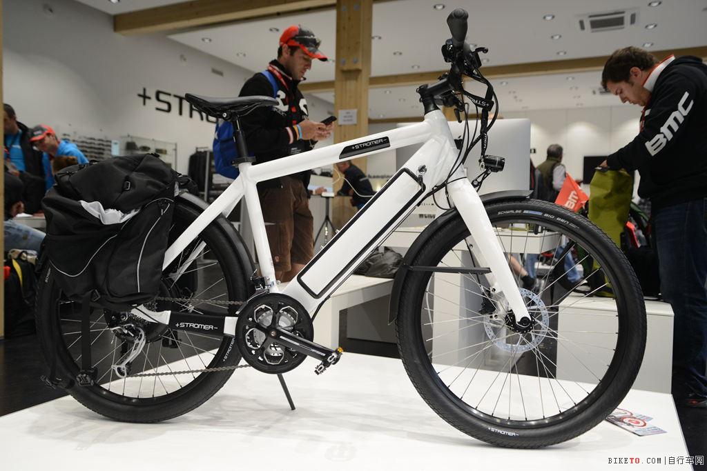 带有驼包的Stromer电动单车