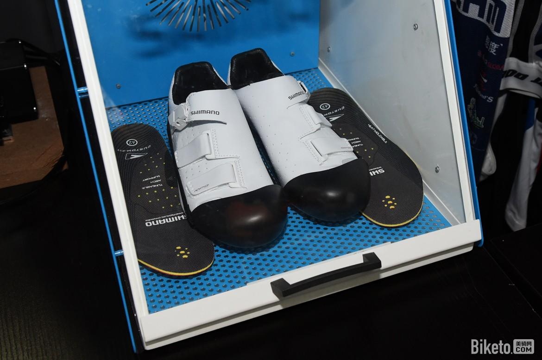 改车志丨跑题到脚上的Shimano Custom-Fit 锁鞋热塑