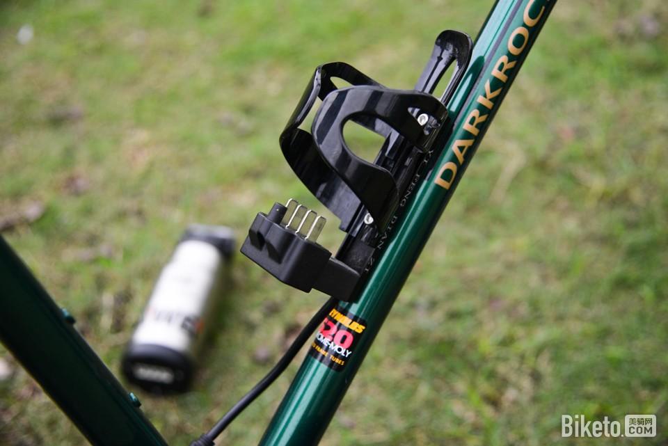 轻松骑长途 DARKROCK黑岩电助力旅行车评测_水壶电池