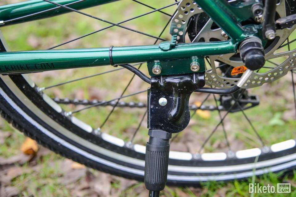 轻松骑长途 DARKROCK黑岩电助力旅行车评测_一体焊接脚撑