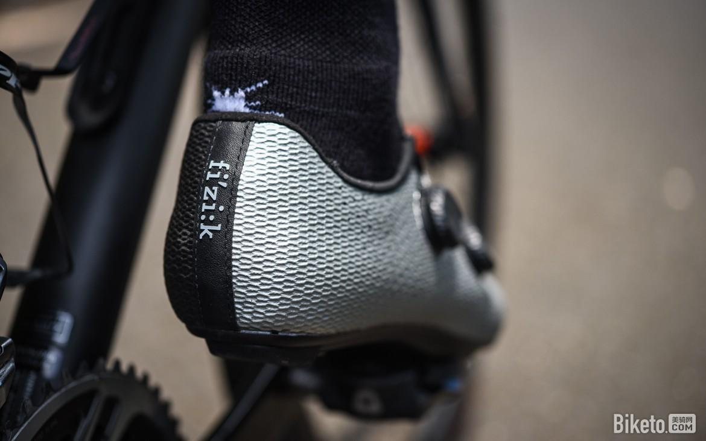 超强足弓支撑 Fizik Vento Stabilita Carbon公路骑行鞋评测
