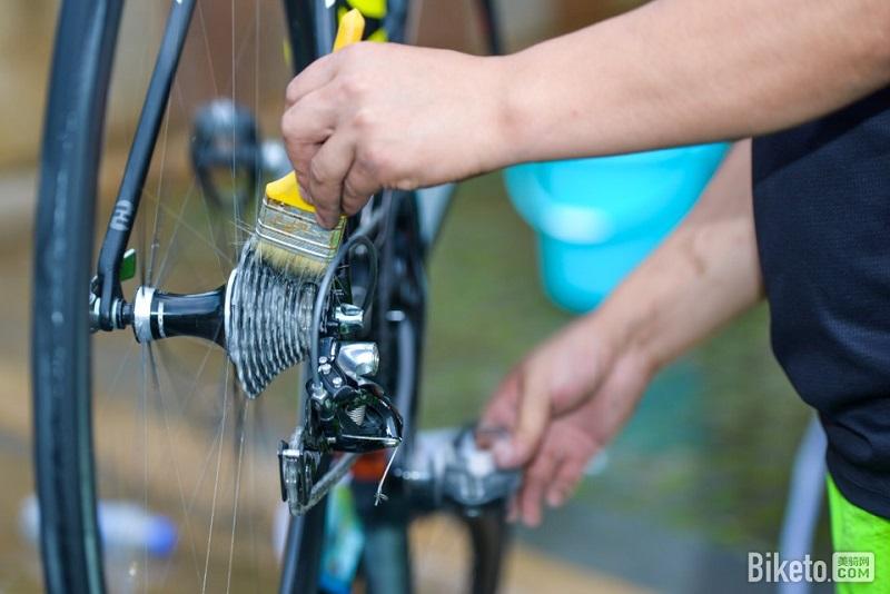 清洗自行车链条