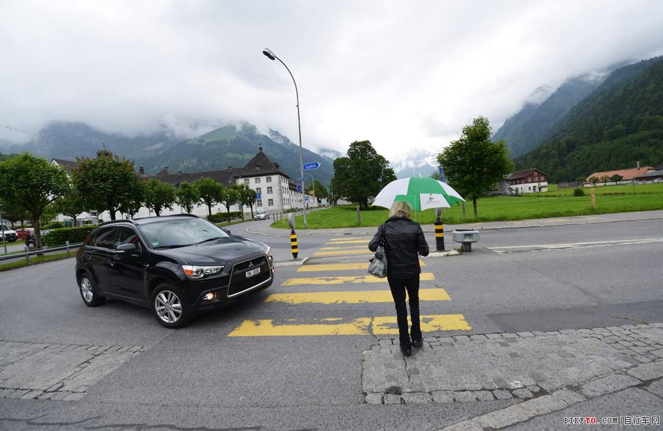 瑞士骑车让行