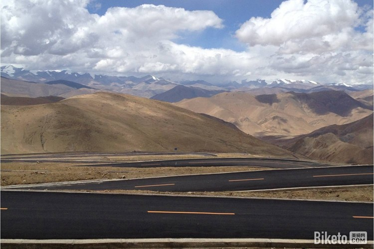 珠峰大本营归来,翻越加乌拉垭口的盘山公路.jpg
