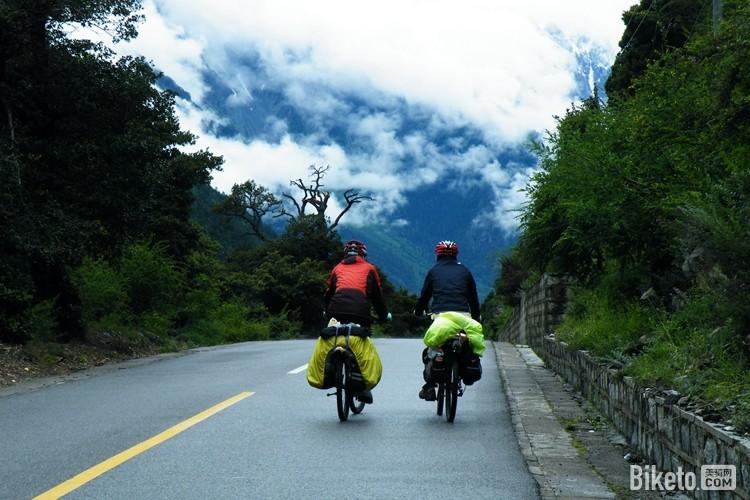 想象中的自行车旅行好像是这个样子的(©小强).jpg