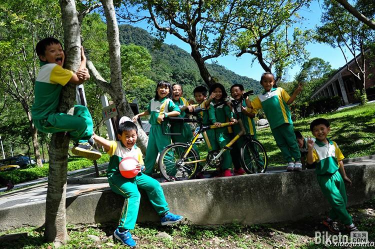 旅行达人 带竹车环游世界 一场独特的单车旅行
