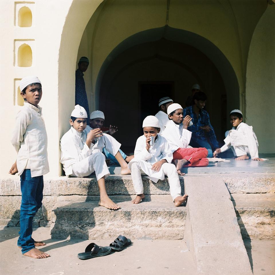 清真寺里的孩子