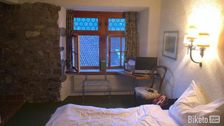 布置简单的卧室