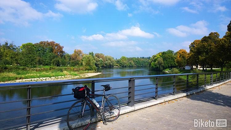 骑行在多瑙河畔