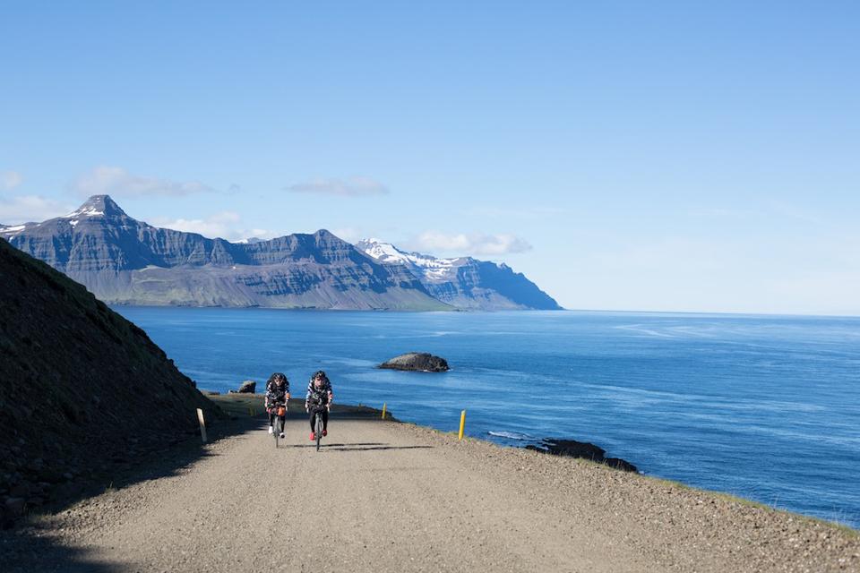 整趟骑行之旅最漂亮的海岸地区之一,可以看到俯瞰群岛以及蓝宝石般的挪威海.jpg