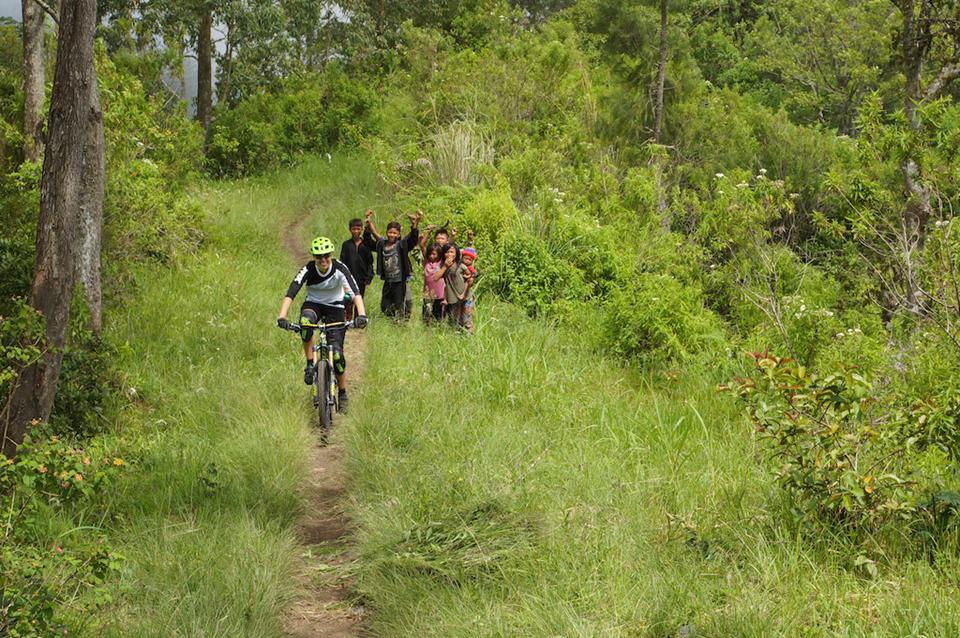 骑行巴厘岛-当地人很热情.jpg