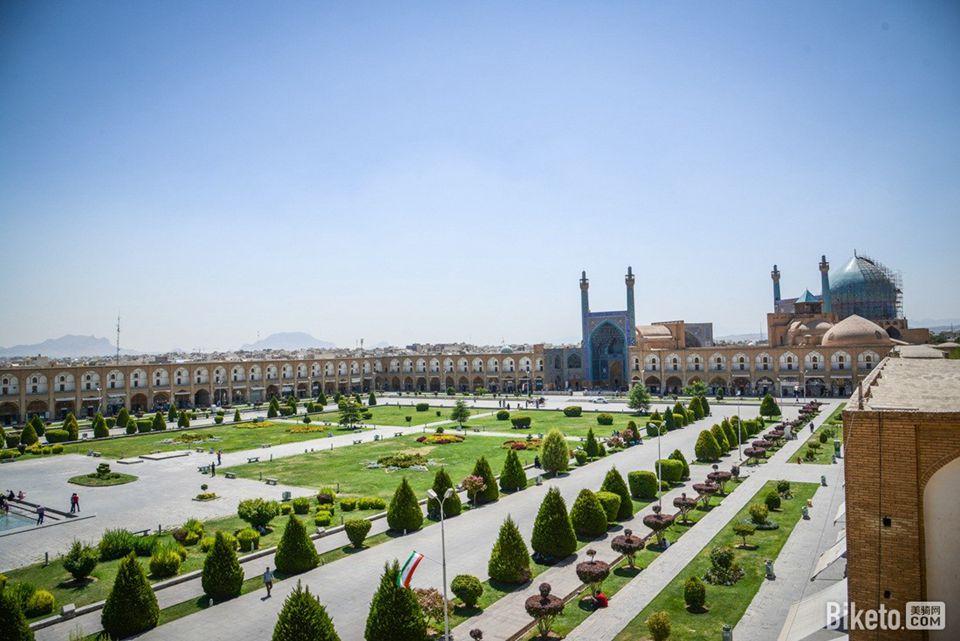 """有""""伊斯法罕天安门广场""""之称的伊玛目广场是伊朗最大的广场.jpg"""