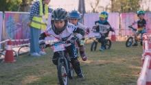 飞驰的小天使们――东莞保利海棠儿童平衡车挑战赛