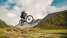 骑上电助力,去阿尔卑斯山地穿越探险!