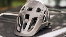 外媒评测:Lazer全新Jackal MIPS山地头盔